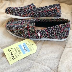 🆕 TOMS Black Pink Mix Boucle Shoes